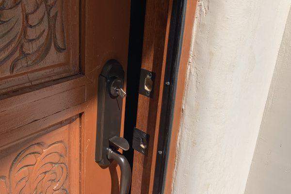 Custom Door Handle Set Installation